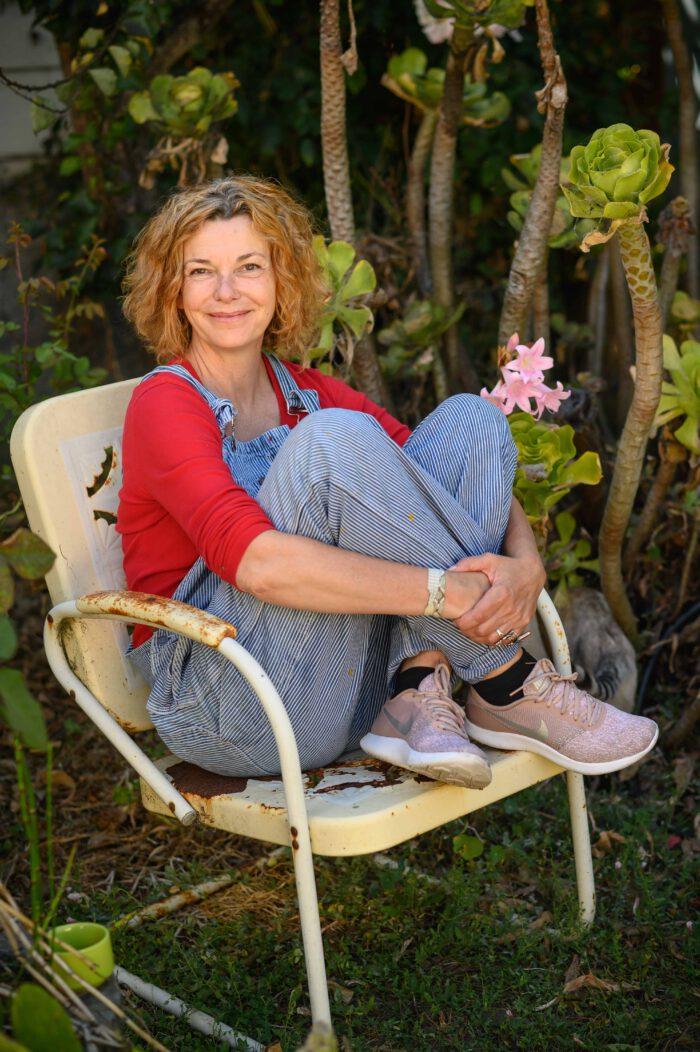 Milena Moser in ihrem Garten in San Francisco.